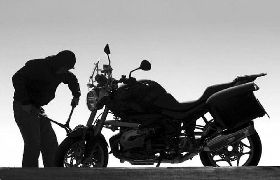 सुर्खेतमा मोटरसाइकल चोर पक्राउ