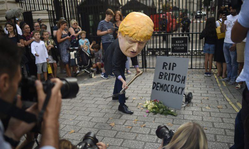 बेलायतमा लोकतन्त्रको उपहास !