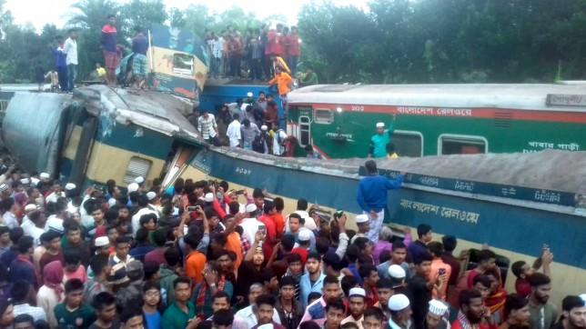 बंगलादेशमा दुई यात्रुवाहक ट्रेन जुधे, १५ जनाको मृत्यु
