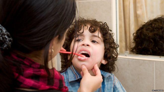 धेर टूथपेस्टले दाँत बिगार्छ, होश गर्नुस्
