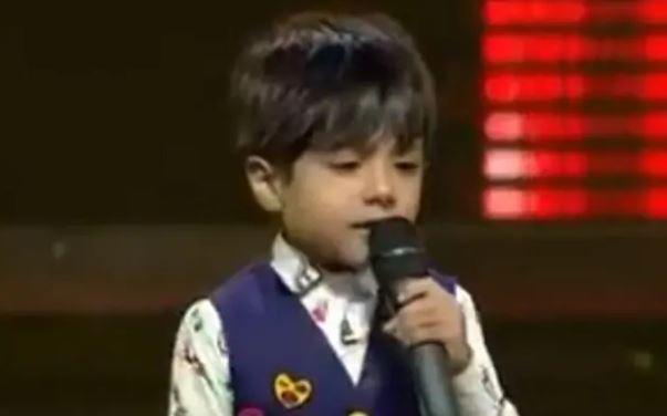 यी बालक, जसको गायन सुनेर चर्चित गायकहरू भावुक बने (भिडियोसहित)