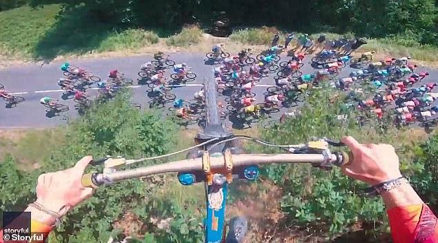 यी व्यक्तिले बबालसँग उडाए साइकल (भिडियो)