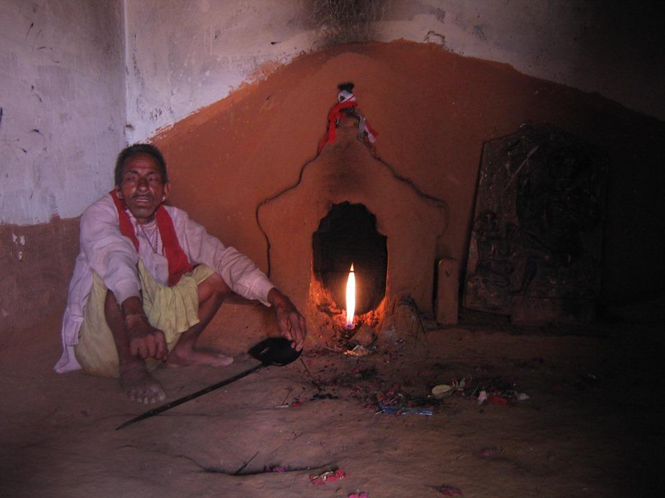 दैलेखको श्रीस्थान मन्दिरमा प्राकृतिक ग्यासबाट बलिरहेको आगो