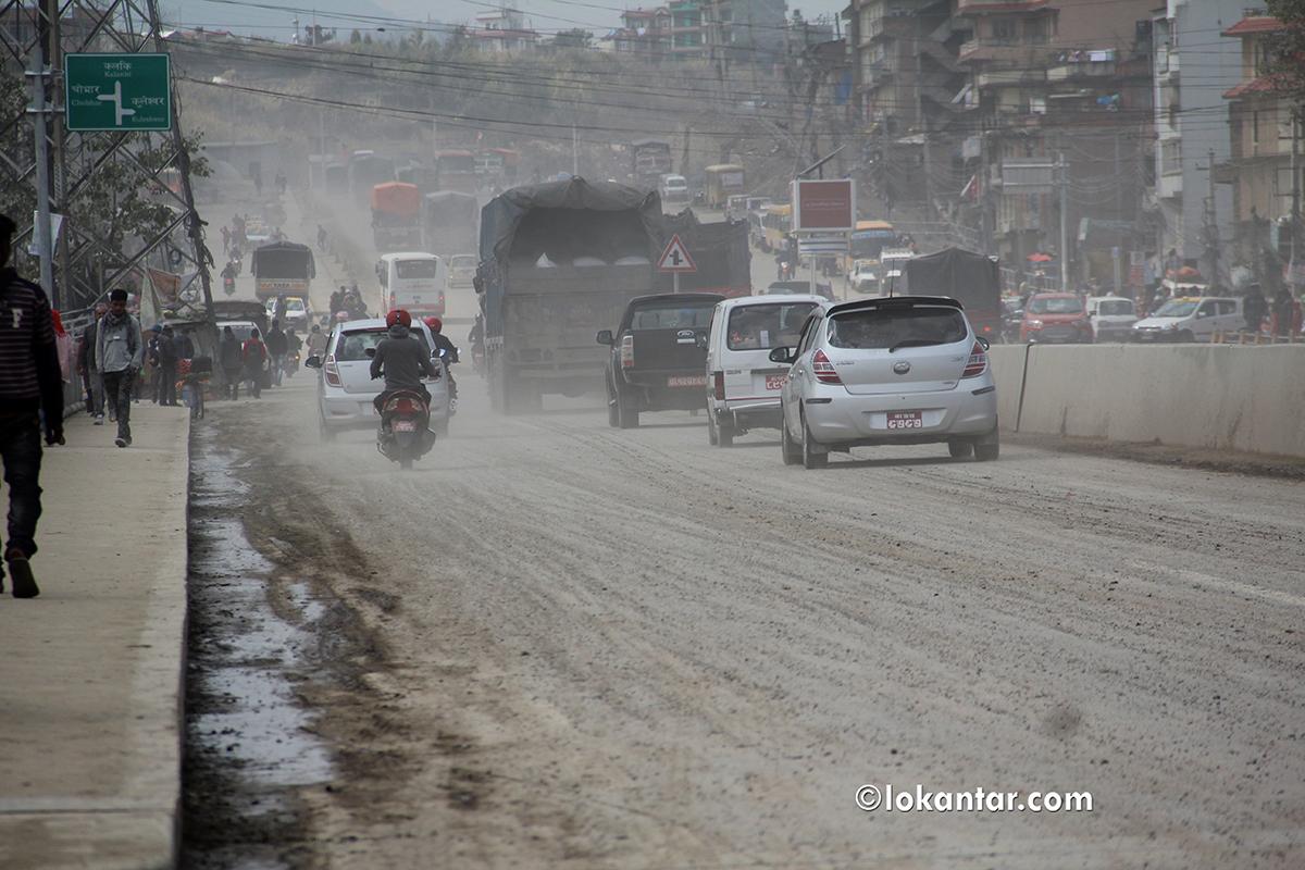 . . . अनि कसरी हट्छ काठमाडौंको सडकबाट धूलो ? [भिडियो रिपोर्ट]