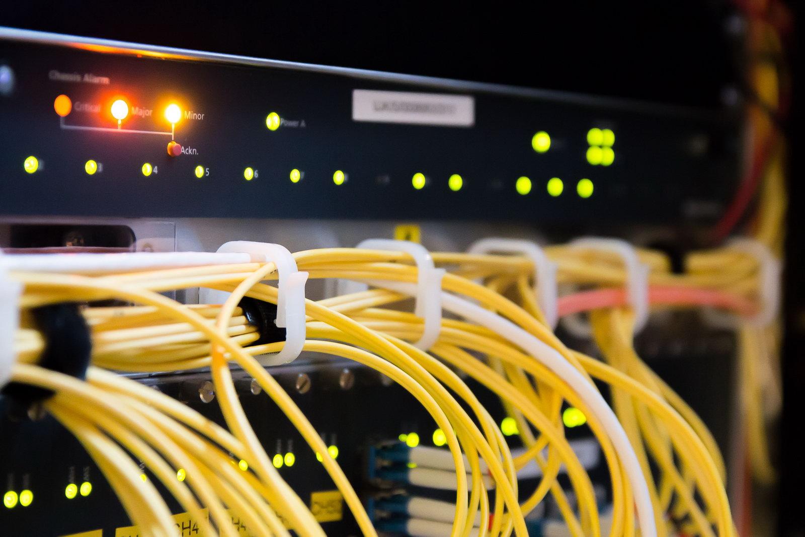 इन्टरनेट सेवाप्रदायक कम्पनीहरूबीच 'लफडा' - एकको कर्मचारीले अर्काको तार काटे