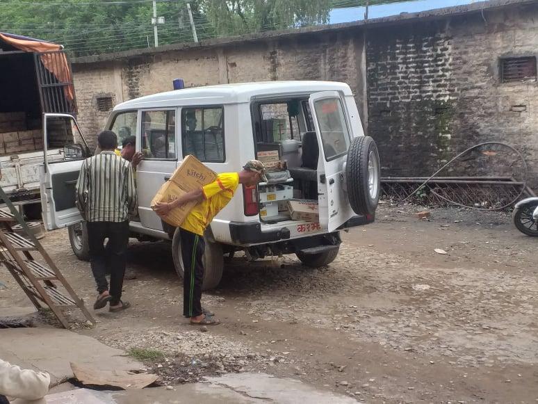 मदिरा र जुस बोक्दै मुगुको एम्बुलेन्स