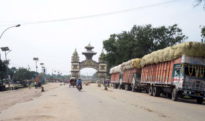 खाली गाडी जोगवनी नाका हुँदै भारत जान रोक, यस्ताे छ कारण