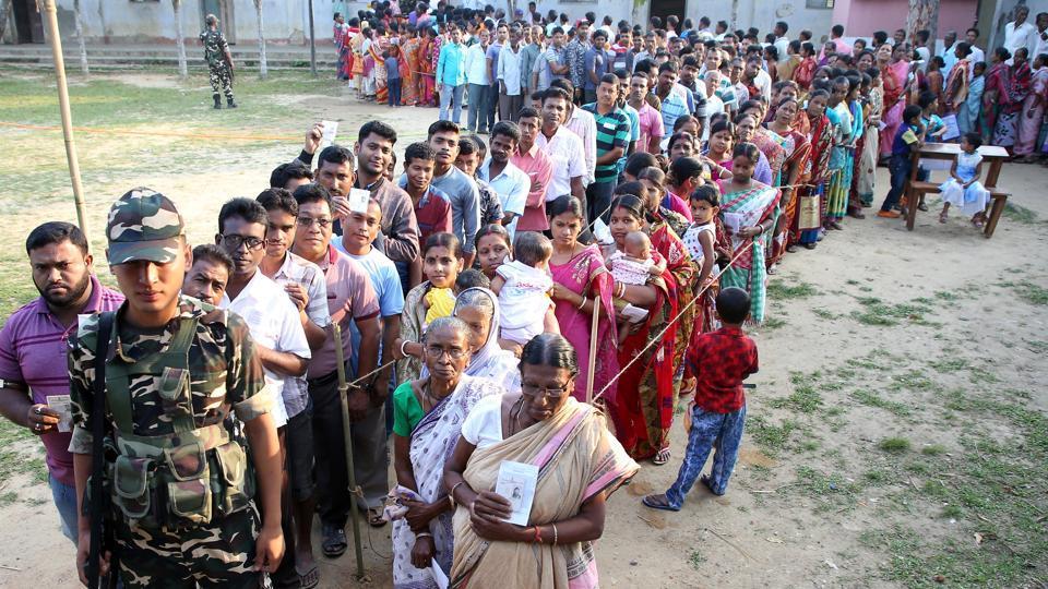 लोकसभा निर्वाचनका रोचक किस्सा : मतदान केन्द्रमा सर्प, सीलिङ फ्यान खस्दा मतदान अधिकारी घाइते