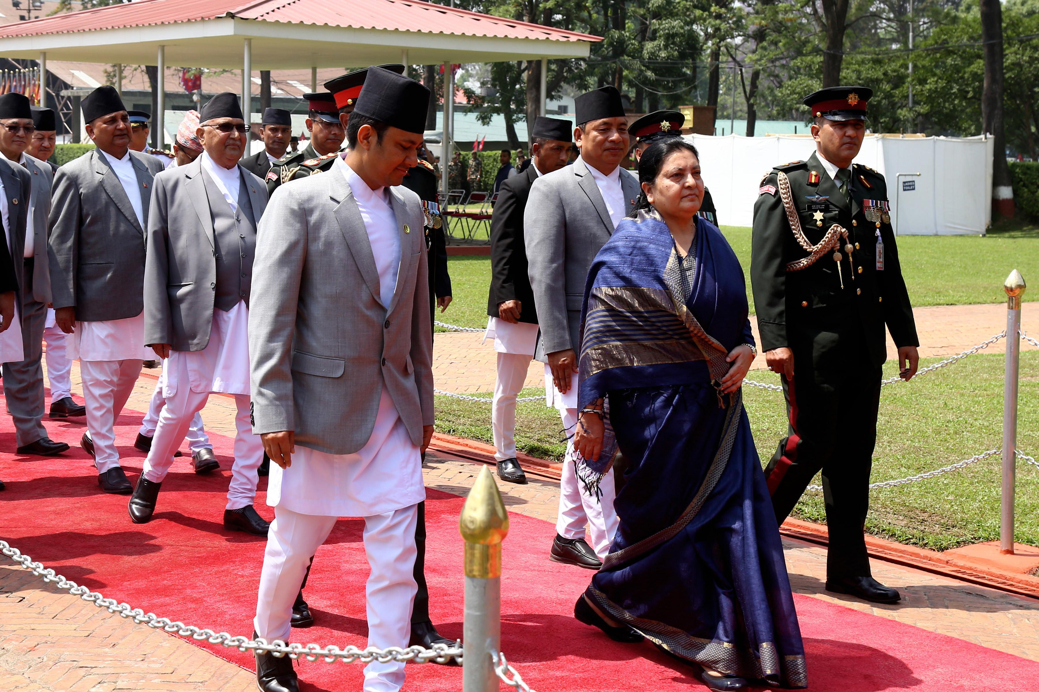 राष्ट्रपति गुड्दा सडक खाली, उड्दा आकाश खाली, अनि पो हामी गणतान्त्रिक नेपाली !
