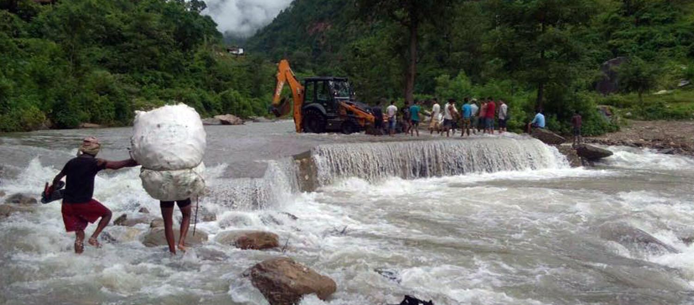 राप्तीघाटमा झोलुङ्गे पुल बन्दै, डुङ्गामा वार–पार गर्ने भम्कावासीलाई राहत मिल्ने