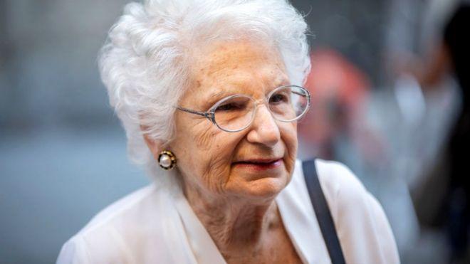 यहुदी नरसंहारमा जोगिएकी वृद्ध महिलालाई दिनको २०० वटा धम्की, दिइयो सुरक्षा