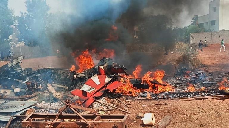 भारतमा ठोकिए दुई विमान, एक पाइलटको मृत्यु