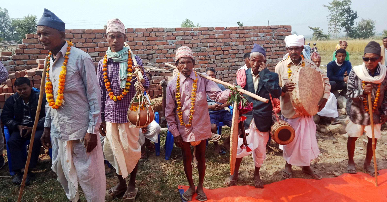 थारु समुदाय : बीस वर्ष पहिले जस्तो न गरीबी छ, न दासता