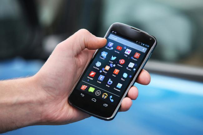 स्मार्टफोन मानव स्वास्थ्यका लागि घातक, प्रयोगकर्ताको आयू घट्ने