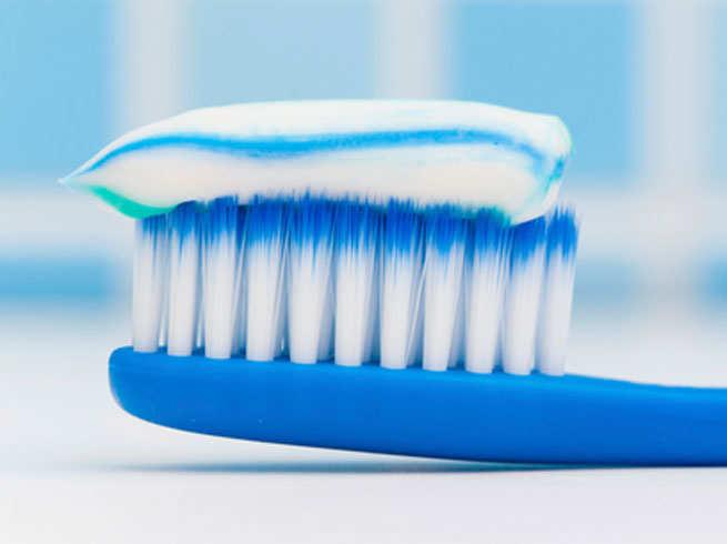 टूथपेस्टले दाँत चम्किन्छ भन्ने लाग्छ भने भ्रममा हुनुहुन्छ