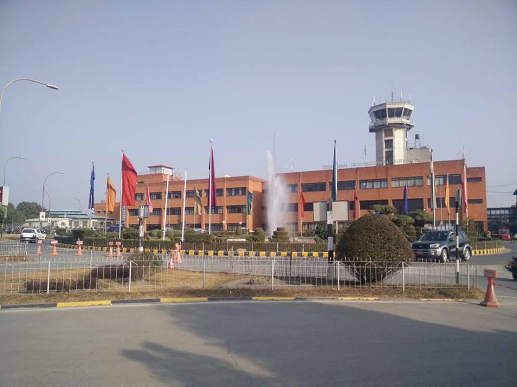 दुई सुटकेस नक्कली भारुसहित ३ पाकिस्तानी नागरिक त्रिभुवन विमानस्थलबाट पक्राउ